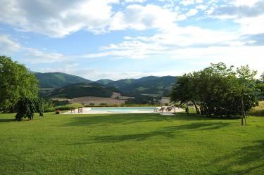 agriturismo la rosa tea - esterno piscina paesaggio 03