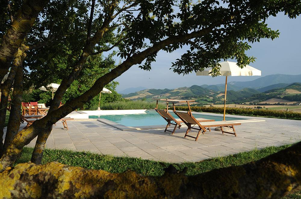 Piscina e paesaggio - Agriturismo La Rosa Tea