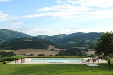 agriturismo la rosa tea esterno piscina paesaggio
